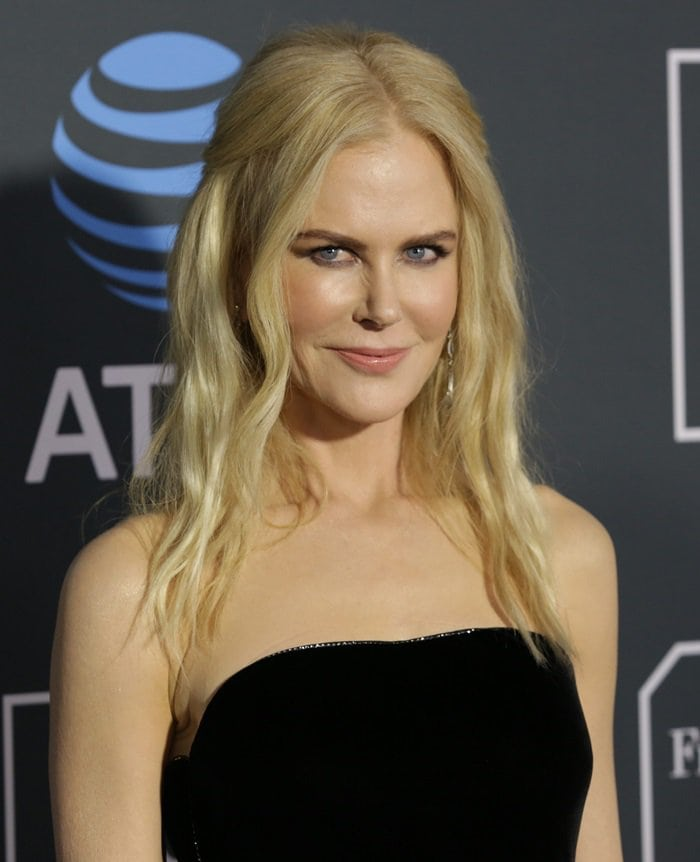 Nicole Kidman's horrible beachy blonde hairat the 2019 Critics' Choice Awards at the Barker Hangar in Santa Monica, California, on January 13, 2019