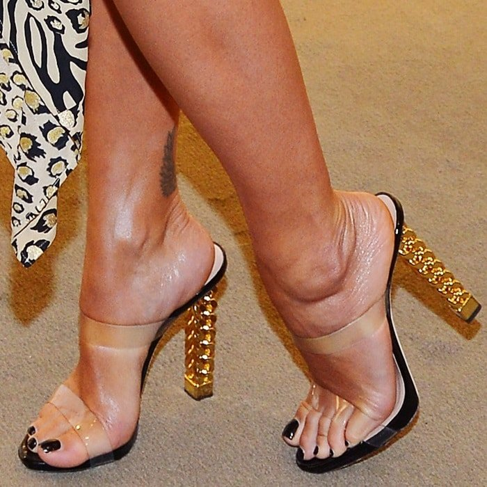 Rita Ora's sexy feet in Bonnie sandals