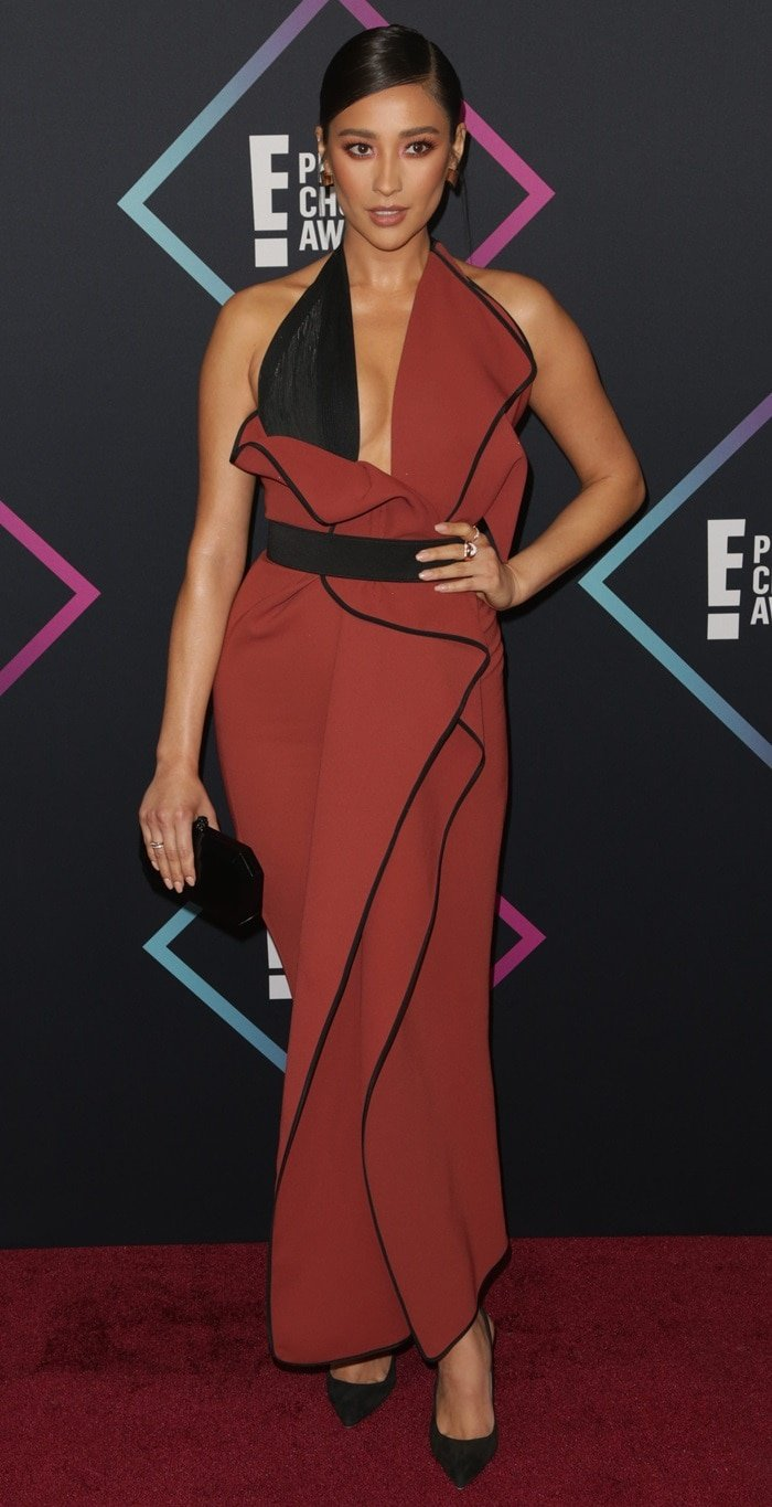 Shay Mitchell's rust orange Toni Maticevski gown at the 2018 Peoples' Choice Awards