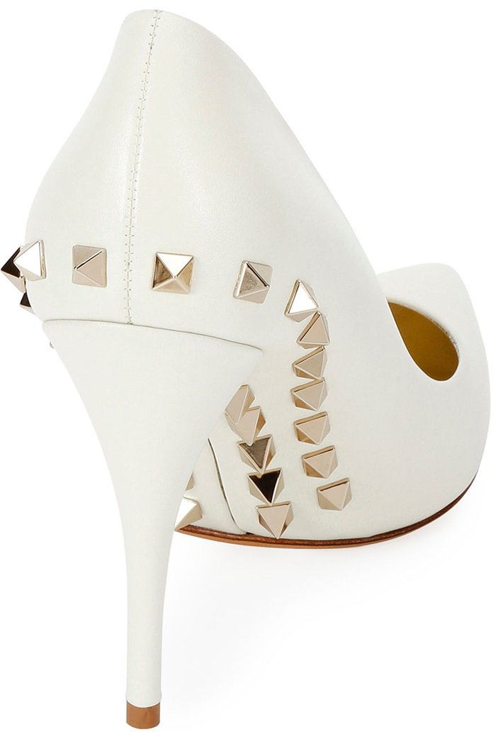 White Valentino Garavani leather pumps with signature Rockstud trim