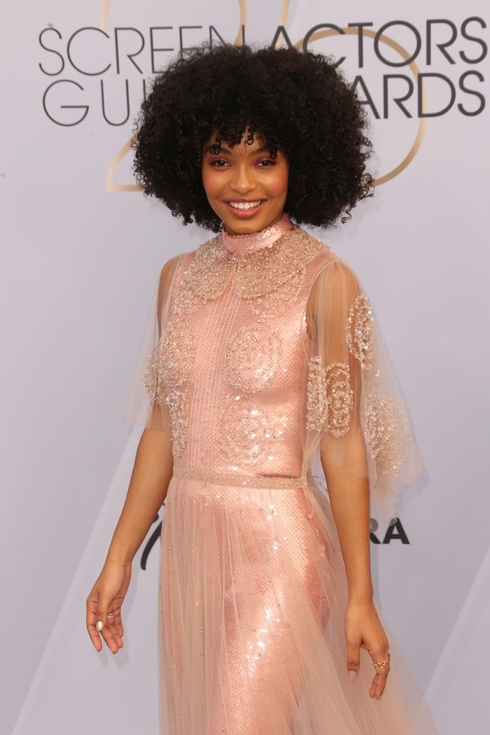Harvard student Yara Shahidi with natural hair at the 2019 Screen Actors Guild Awards held at the Shrine Auditorium in Los Angeles on January 27, 2019