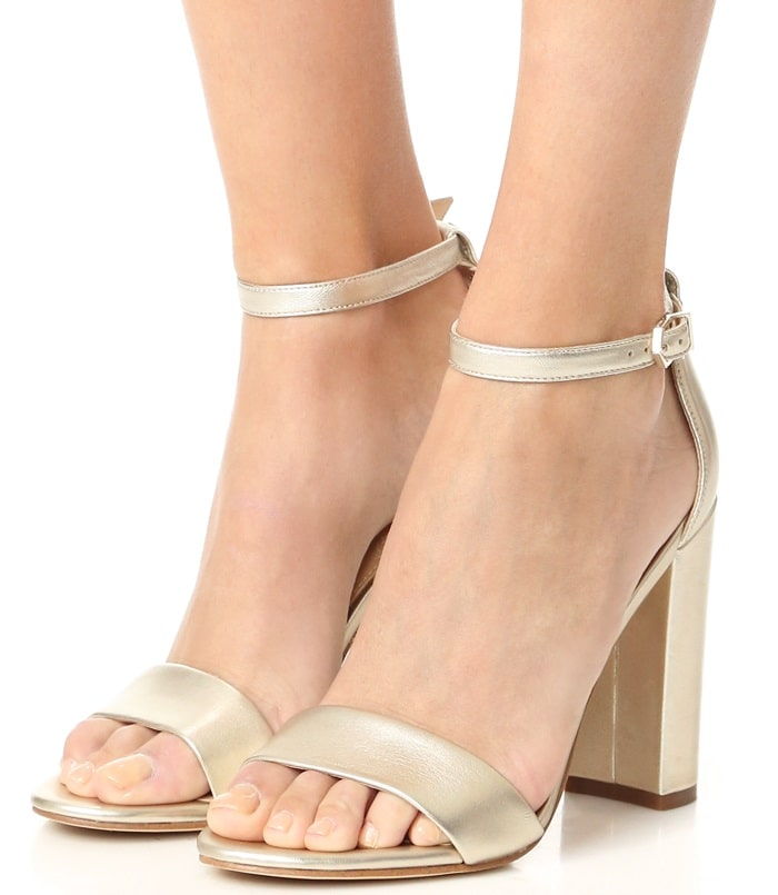 These modern and minimalist Yaro heeled sandals give you a stylish edge over the rest