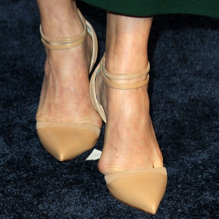 Amy Adams tortured her feet by squeezing her toes into way too tight shoes