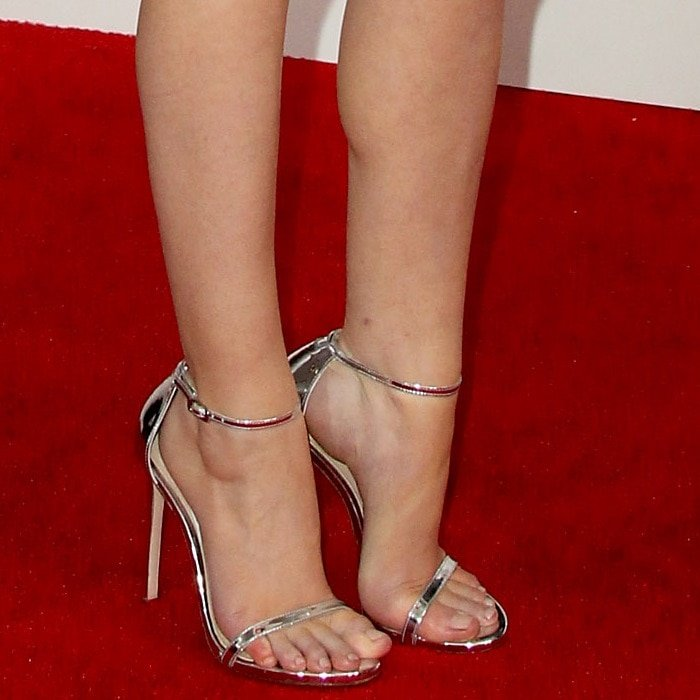 Anna Kendrick's sexy feet in Nudist ankle-strap sandals