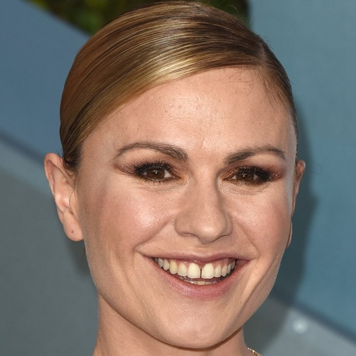 Gap-toothed beauty Anna Paquin shows off her front tooth gap
