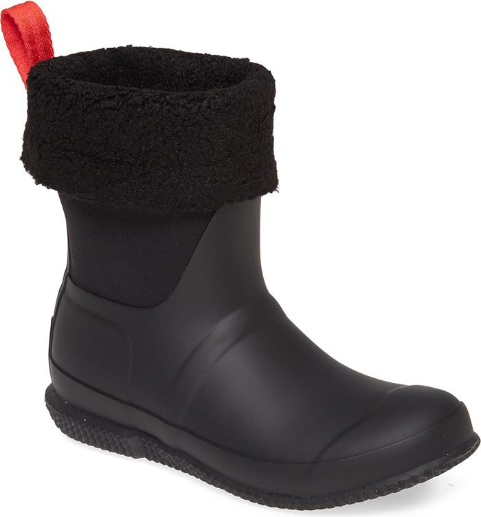 Take on the cold with snug legs and feet in these cozy Sherpa boots