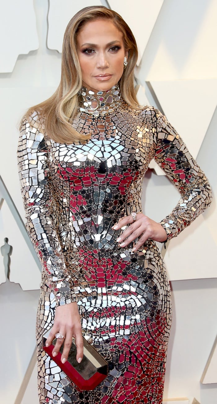 Jennifer Lopez in a shining mirror mosaic gown by Tom Ford and jewelry by Niwaka