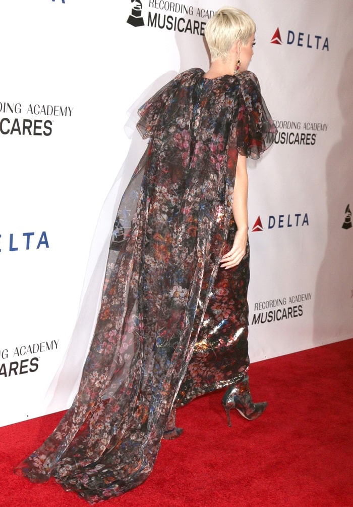 Katy Perry's paillettes embellished organza puffy sleeve dress
