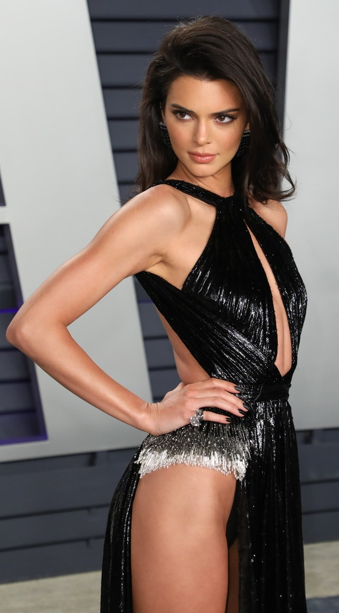 Kendall Jenner revealed her black undies and pubic bone
