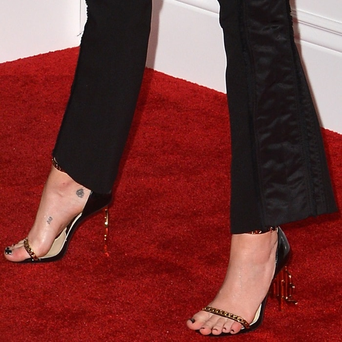 Miley Cyrus' sexy feet in black chain-embellished sandals