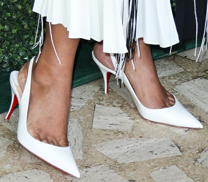 Priyanka Chopra Jonas' hot feet in white Clare 80 leather slingback pumps