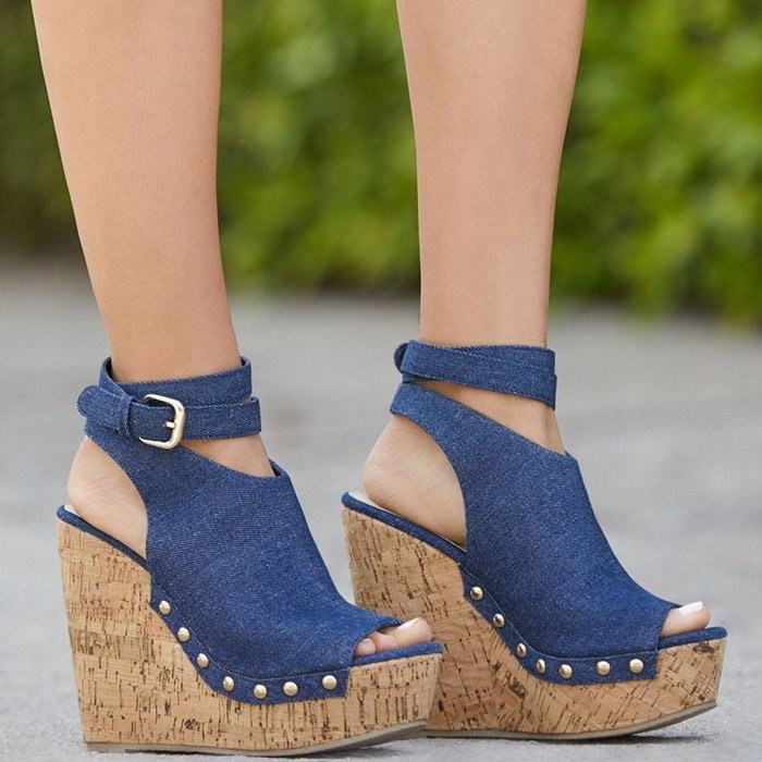 These chunky, super-high wedges slim your legs thanks to a wraparound ankle closure