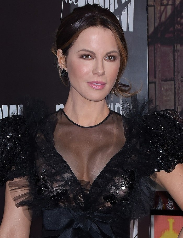 Kate Beckinsale squeezed her breasts in a black beaded Giambattista Valli dress