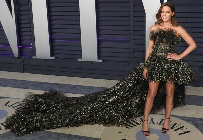 Kate Beckinsale flaunted her legs in a Giambattista Valli Haute Couture gown