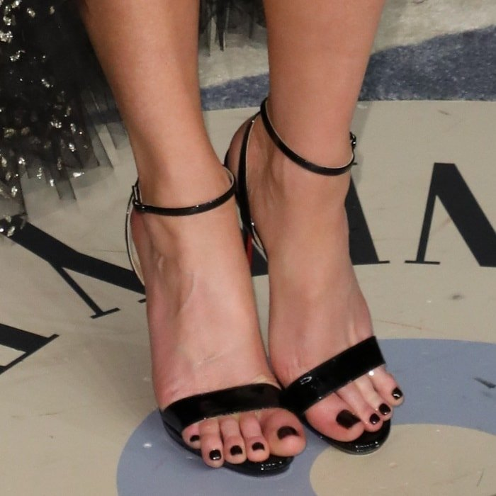 Kate Beckinsale showed off her incredibly long toes