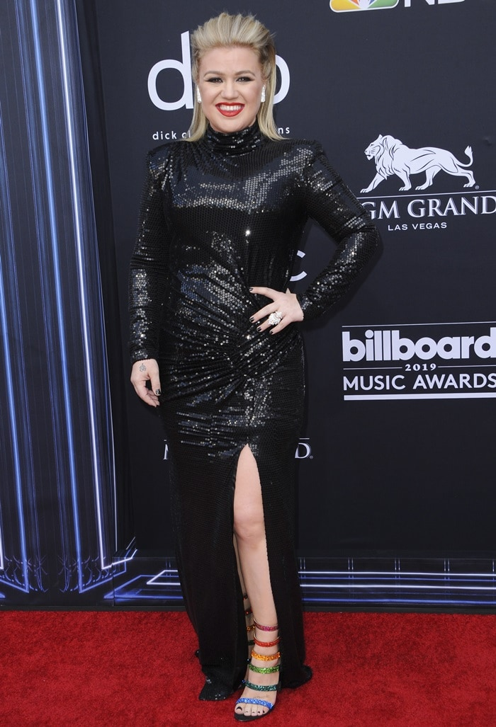 Kelly Clarkson in a dress from In The Mood For Love at the 2019 Billboard Music Awards held at the MGM Grand Garden Arena in Las Vegas on May 1, 2019