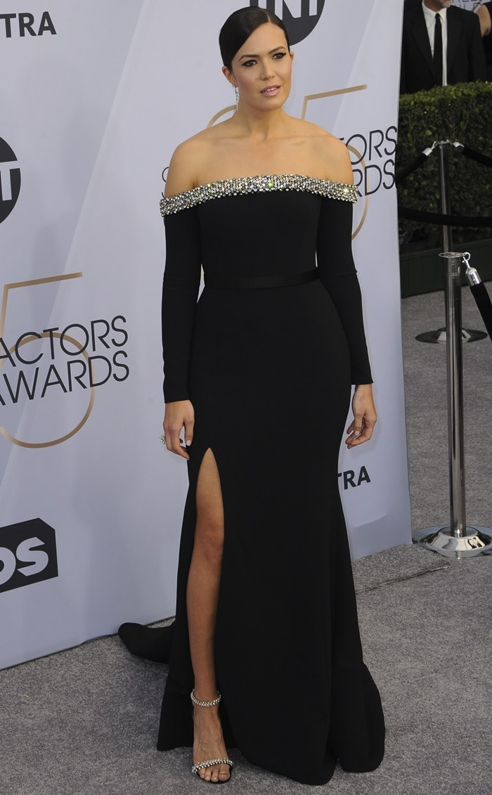 Mandy Moore's off-the-shoulder gown at the 2019 Screen Actors Guild Awards
