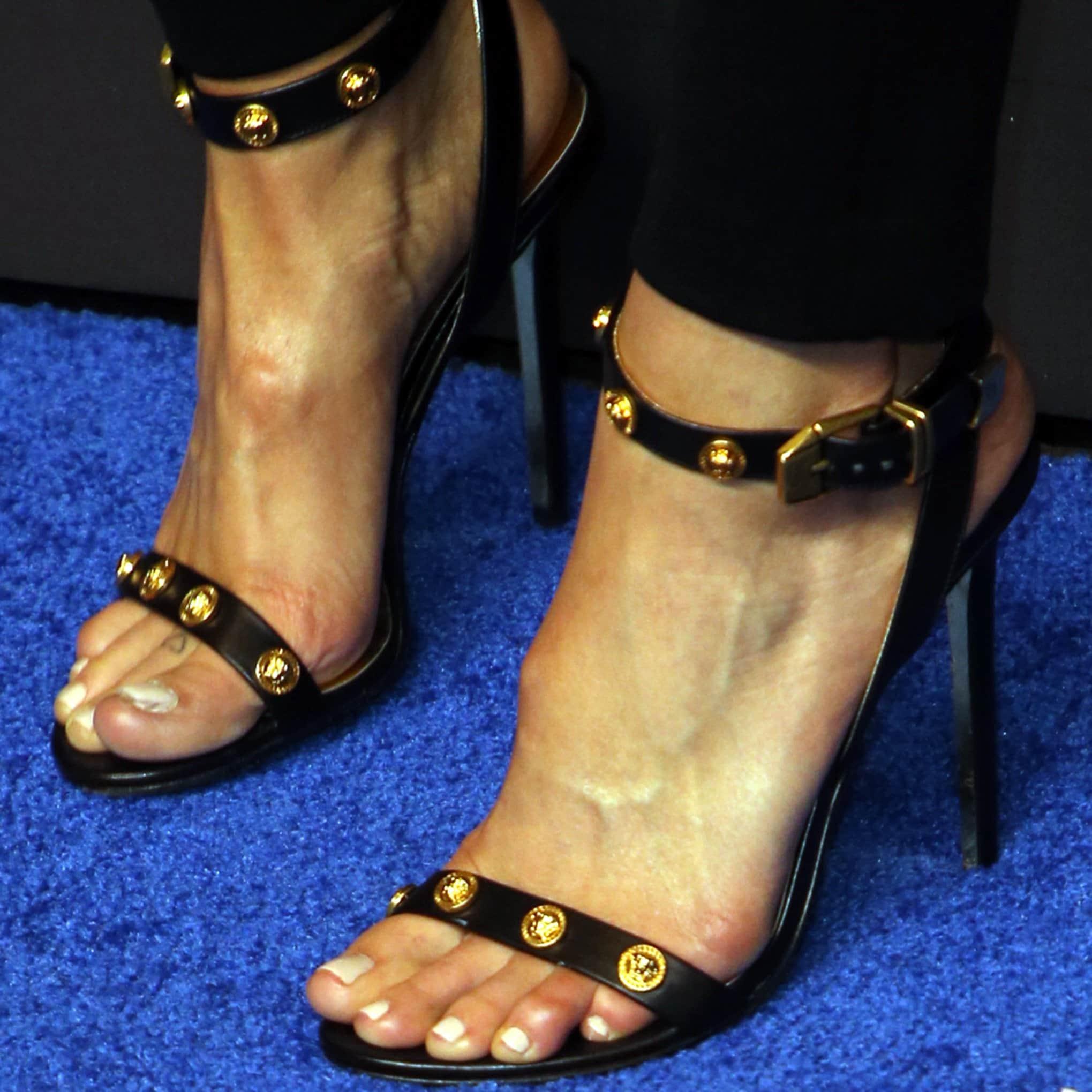 Mandy Moore's size 10 feet in Versace heels