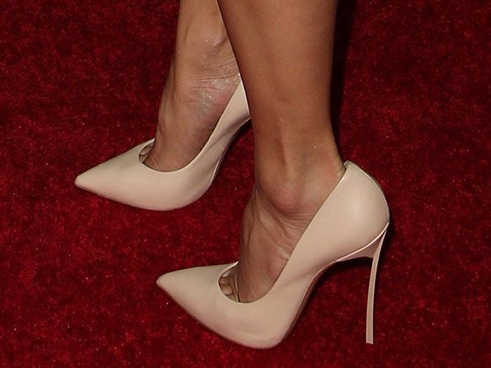 Closeup of Nicole Scherzinger's Casadei 'Blade' pumps in beige leather