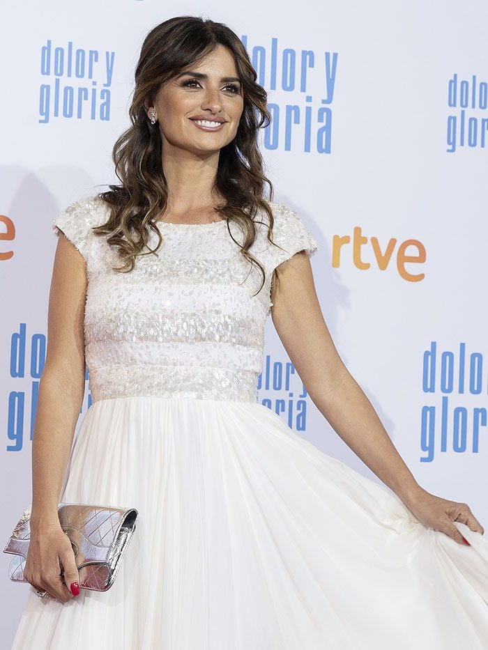 Penelope Cruz in a Chanel Fall 2018 embellished white cap-sleeve gown