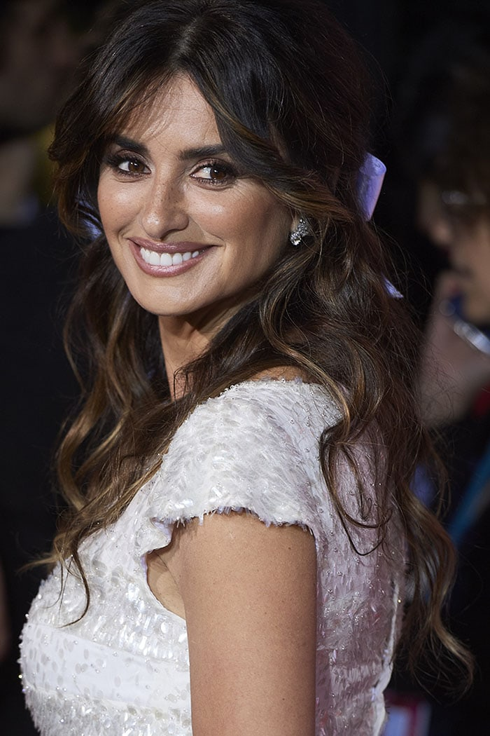 Penelope Cruz with a white ribbon in her brown hair