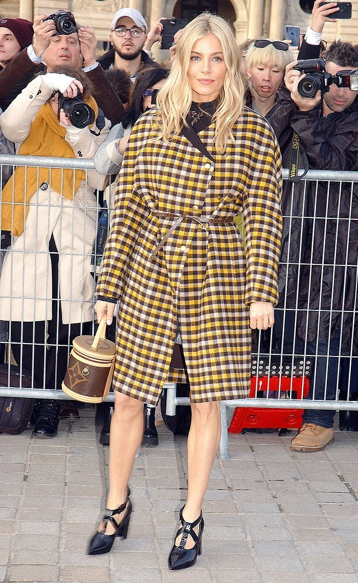 Sienna Miller posing for the cameras before the Louis Vuitton Fall 2019 fashion show