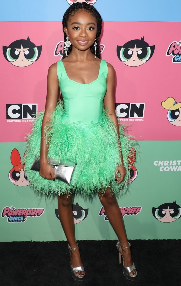 Skai Jackson flaunted her legs in a neon green feathered dress