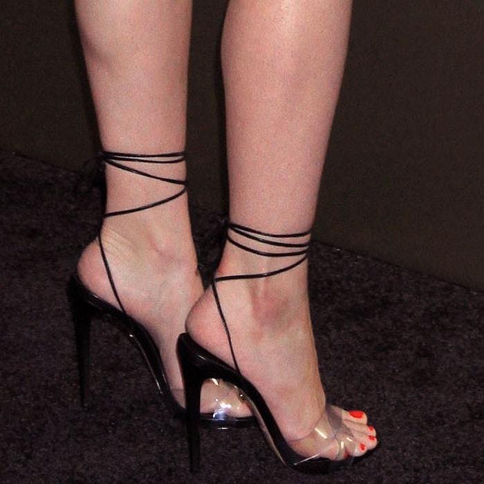 Ariel Winter's hot feet in Ruthie Davis shoes