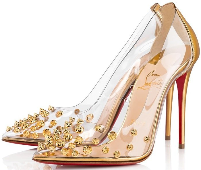 As an homage to the sixties, the Collaclou pointy-toe pump is dressed in gold specchio leather, yielding room for a PVC cutout