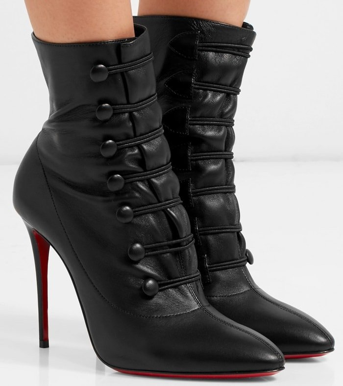 A timeless piece of the Maison Louboutin, these ankle boots reveal a head-turning curve that combines refinement and style