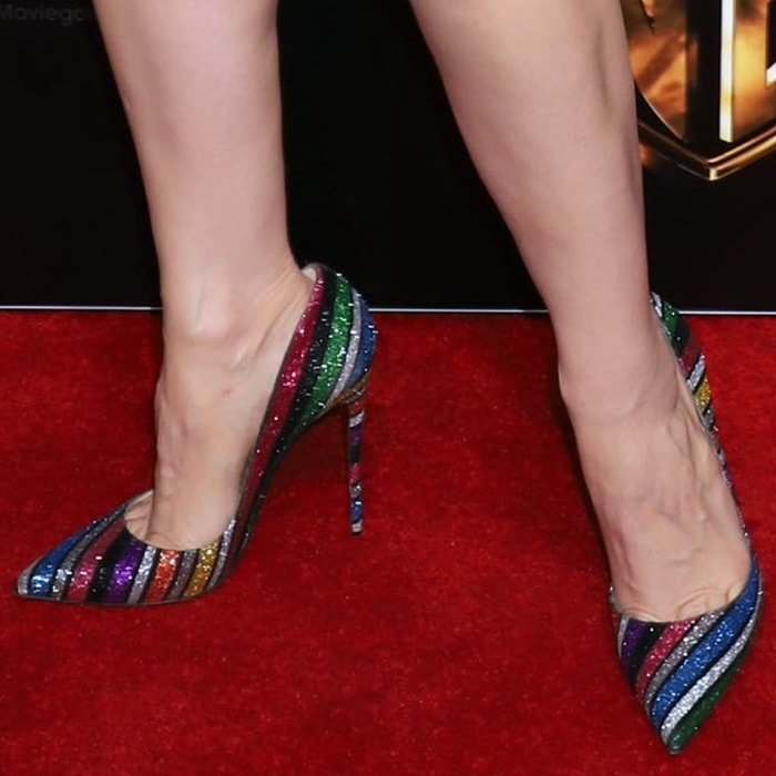 Jessica Chastain's sexy toe cleavage in rainbow stripe So Kate pumps