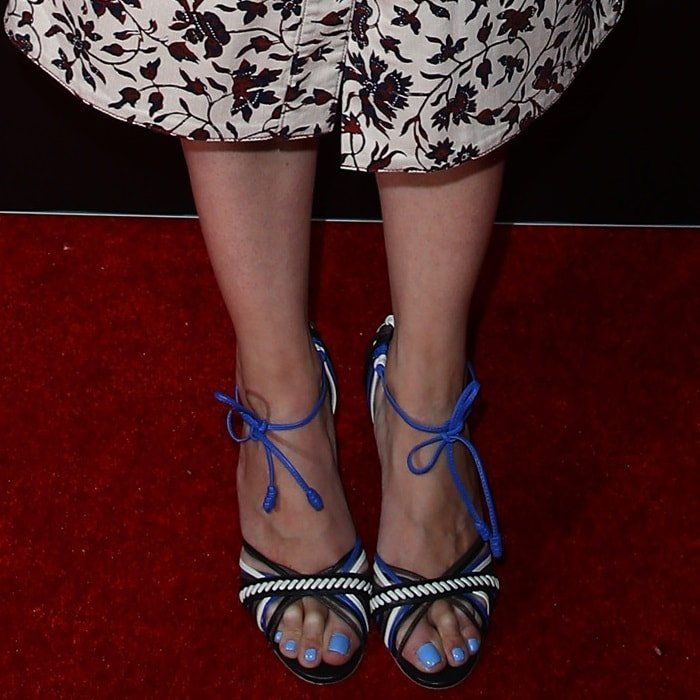 Katie Holmes Blue Pedicured Feet And Pink Bra At Cinemacon