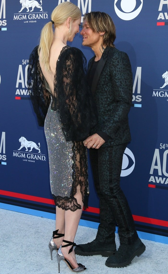 Nicole Kidman enjoyed a romantic moment with husband Keith Urban on the red carpet at the 2019 Academy of Country Music Awards at the MGM Grand Garden Arena in Las Vegas on April 7, 2019