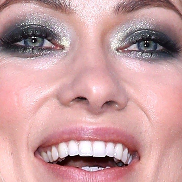 Olivia Wilde has grey-blue eyes and green inner rings