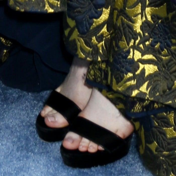 Rose Leslie's busted feet in black sandals