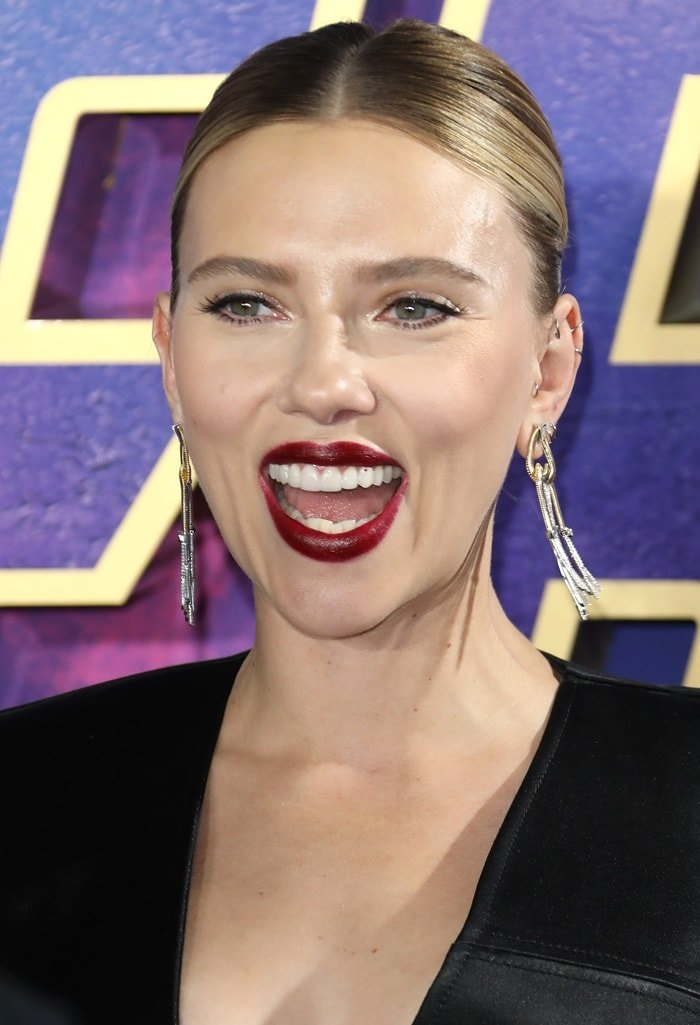 Scarlett Johansson's Nikos Koulis chandelier earrings