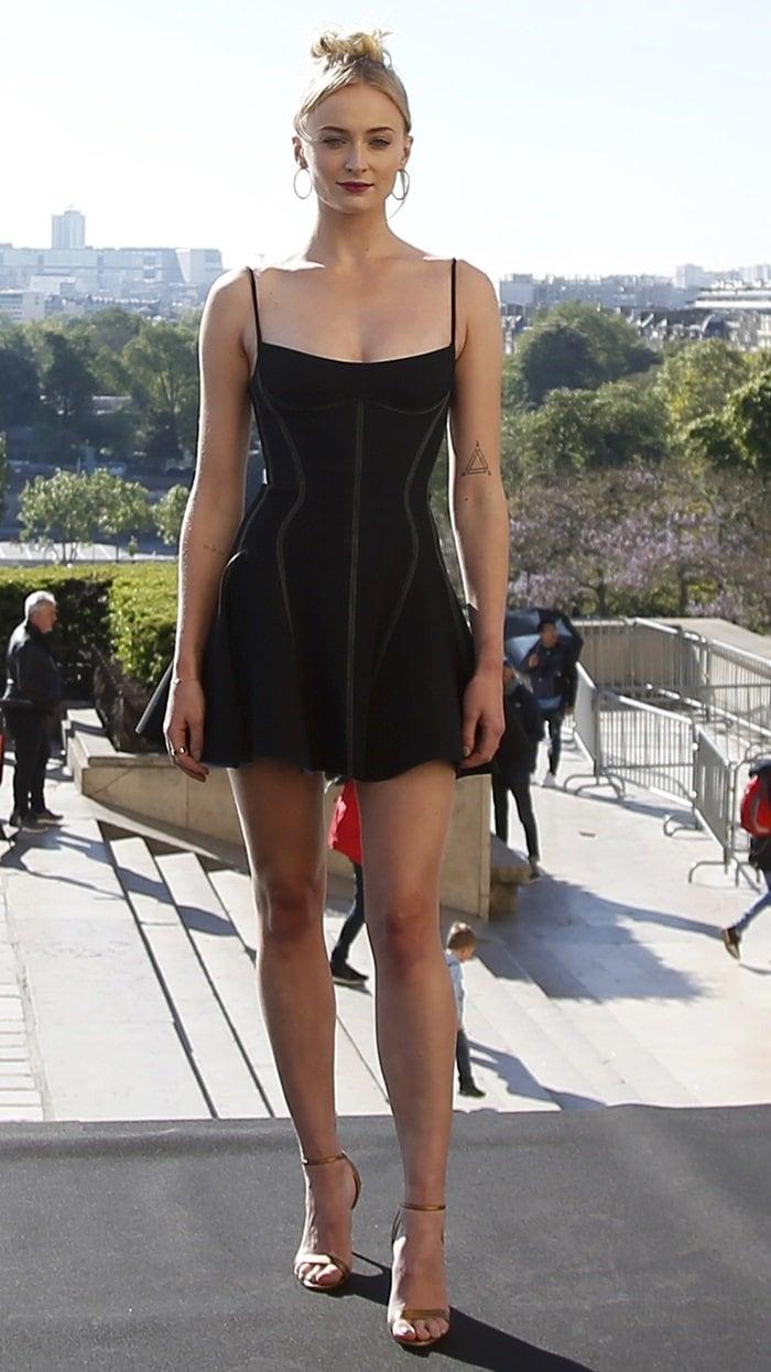 Sophie Turner's sexy legs in a short bustier black Mugler dress