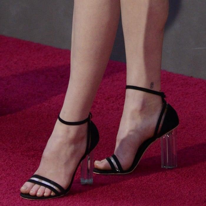 Sophie Turner's sexy feet in black Louis Vuitton sandals