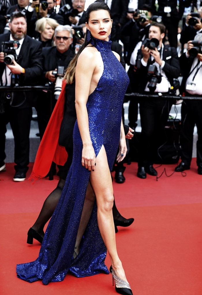 Adriana Lima flashed her legs in Antinorina pumps from Christian Louboutin