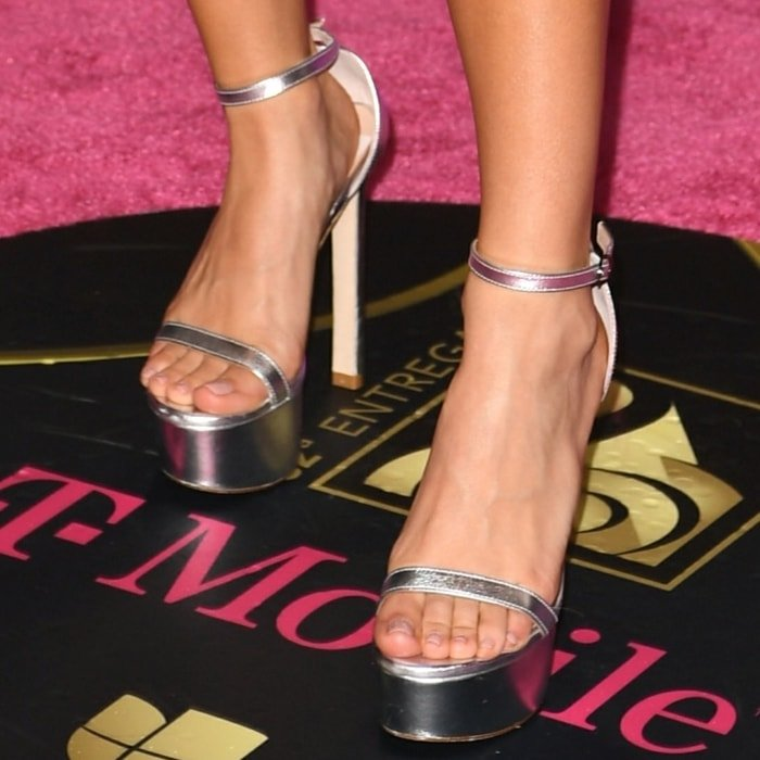 Becky G's feet are shoe size 6 (US)