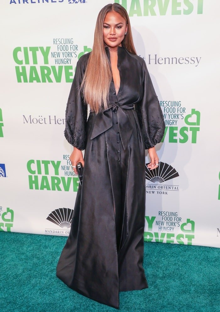 Chrissy Teigen's elegant black dress the City Harvest: The 2019 Gala