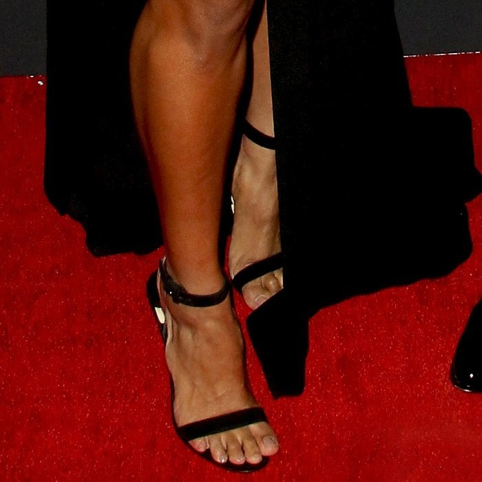 Ciara showed off her toes in black sandals