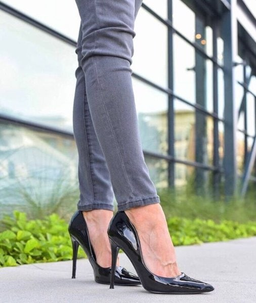 The Daisie pump offers an alluring silhouette that never goes out of style