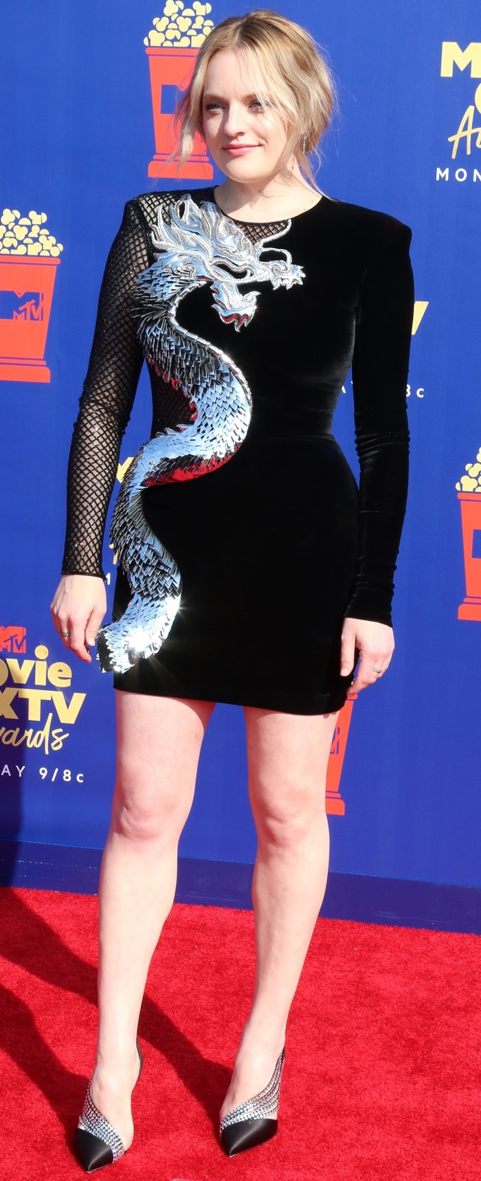 Elisabeth Moss flaunted her legs at the 2019 MTV Movie & TV Awards