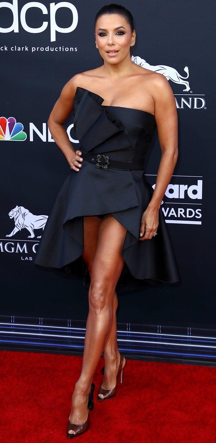 Eva Longoria had legs for days in a strapless bow-adorned mini dress