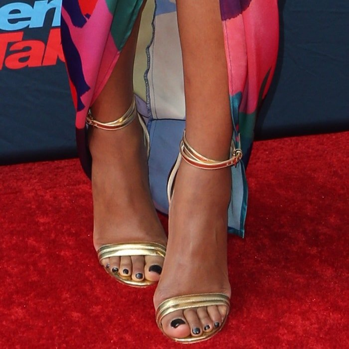 Gabrielle Union shows off her big feet in metallic sandals