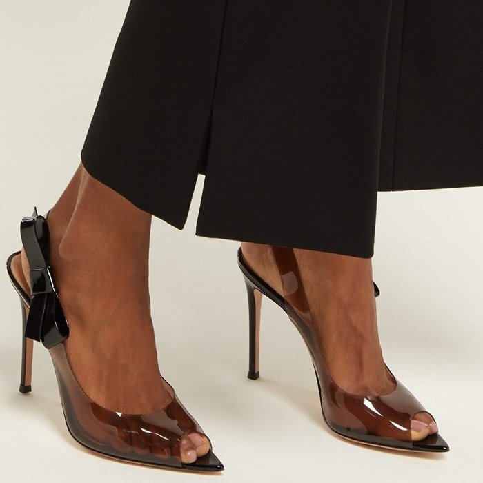 Gianvito Rossi pump in translucent vinyl with patent leather side bow