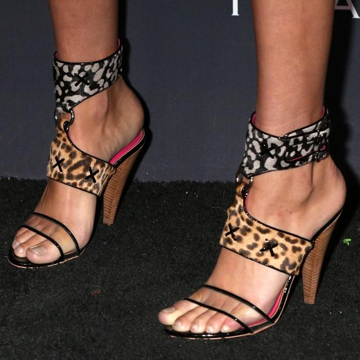 Hailey Clauson's pretty feet and toes