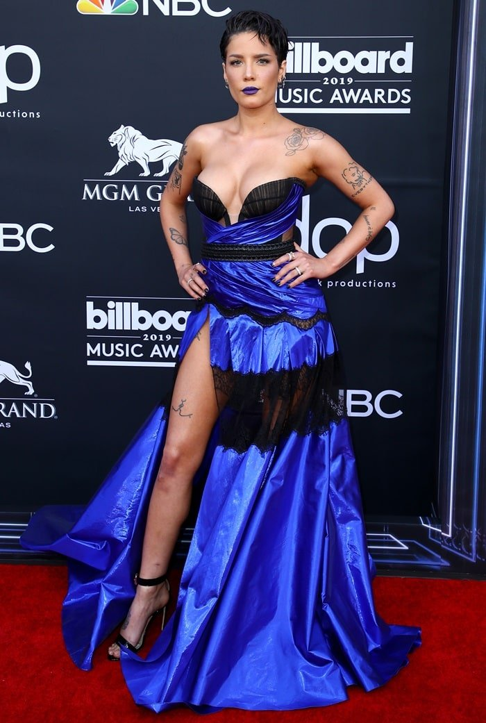 Halsey in a revealing electric blue and black dress at the 2019 Billboard Music Awards held at the MGM Grand Garden Arena in Las Vegas on May 1, 2019