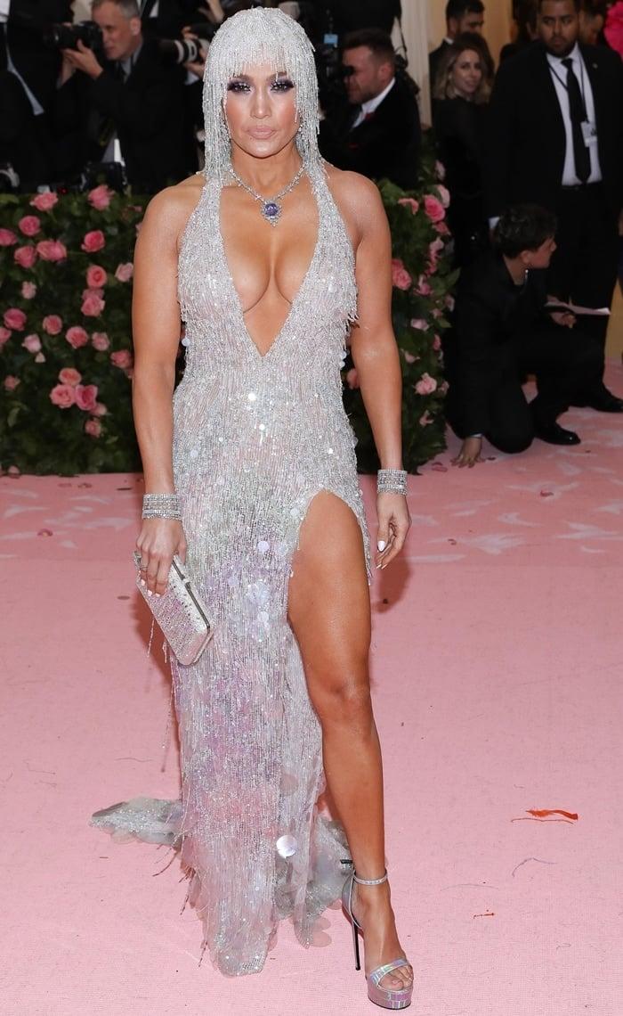 Jennifer Lopez wore a purple sapphire diamond necklace, earrings, bracelets, and rings by Harry Winston